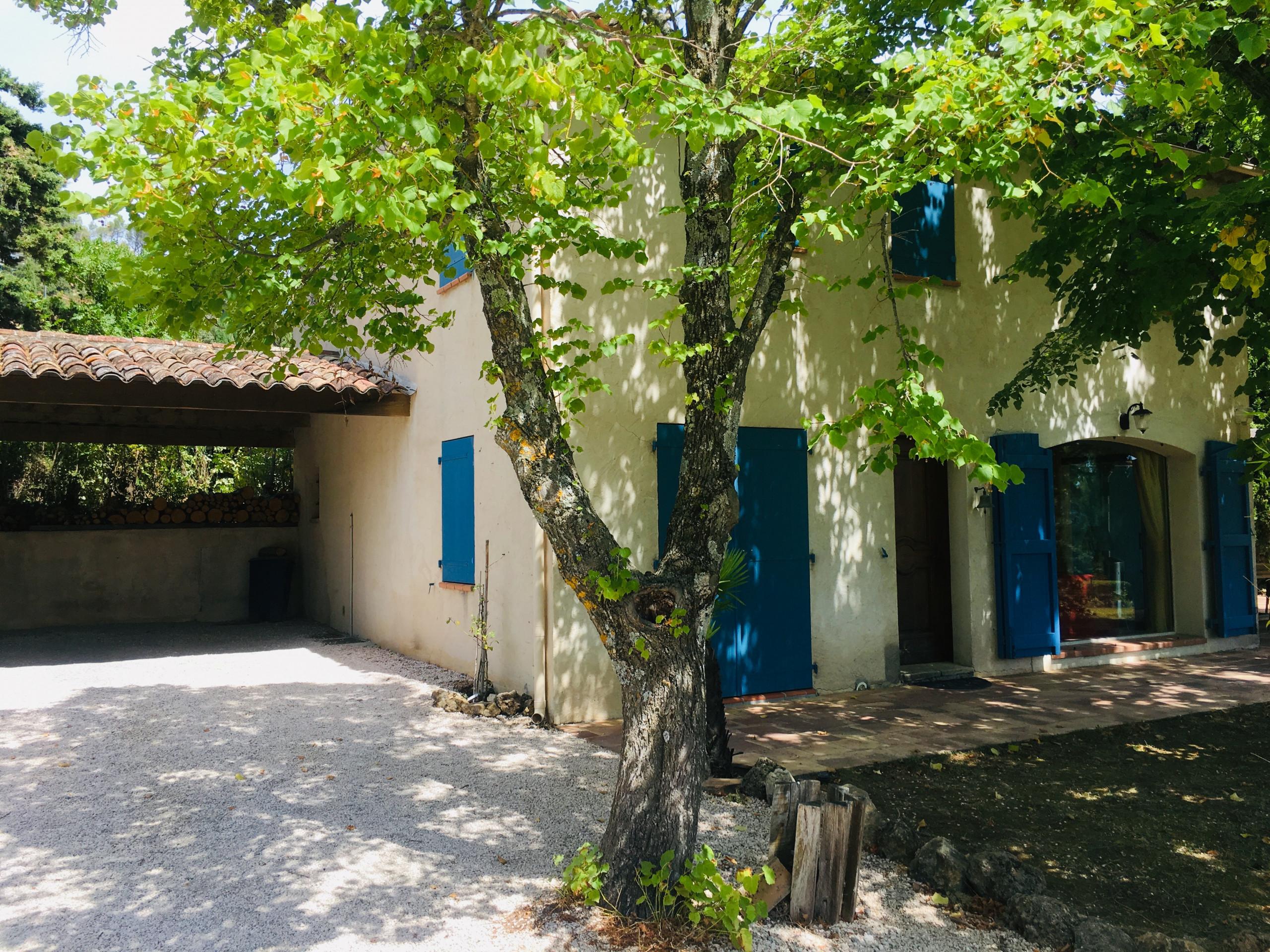 Dimension Terrain De Petanque Maison la ralaye : peaceful close to shops and restaurants